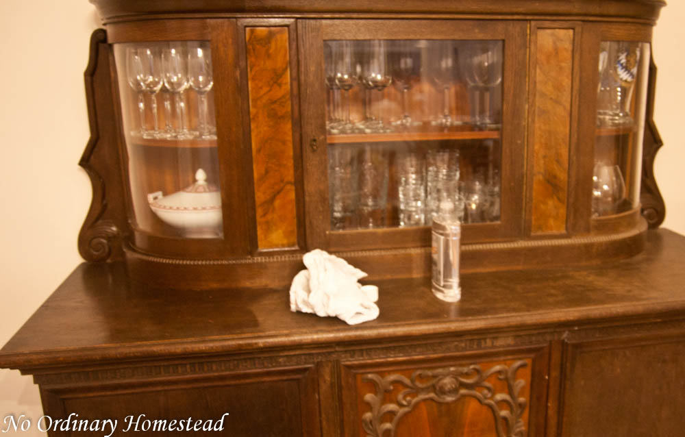 Restore old furniture with mineral oil Natural Life Link-up - No