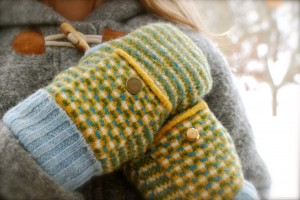sweater-upcycle-mittens