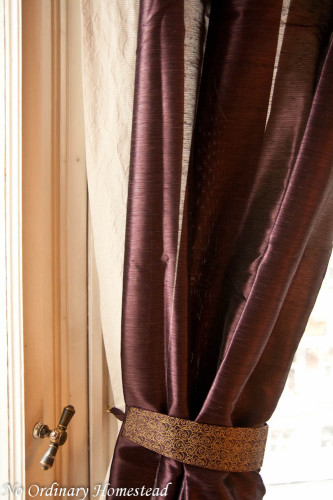 curtains-bedroom-close