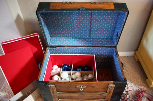 organizing-christmas-decor-1