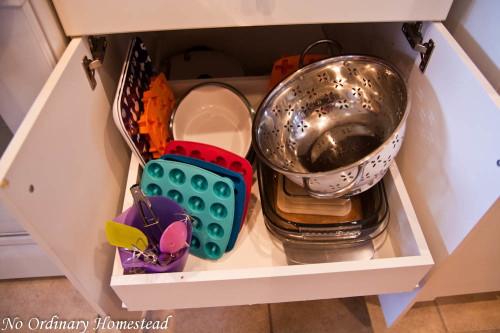 kitchen storage baking trays