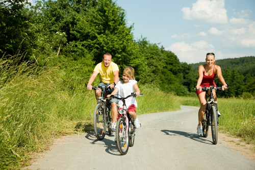 happy-family-biking