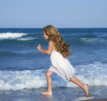 Little girl beach curls