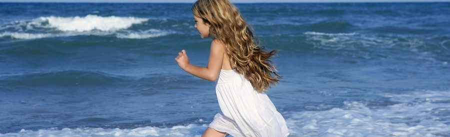 Little girl beach curls