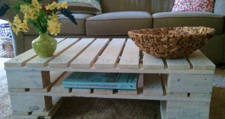 Simple-coffee-table-from-pallets