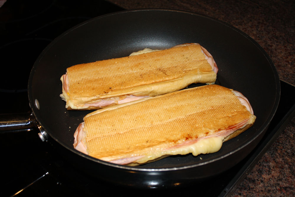 Pressed hot ham & cheese sandwiches – the ghetto way