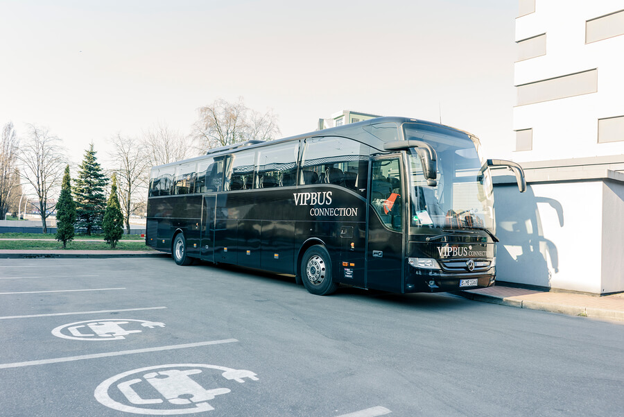 4 Features to Look For When Renting a Charter Bus